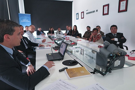 2015. gada 30. aprīlī Katabrijas (Cantabria) autonomijas organizētā seminārā veltītam tirdzniecības iespējām ar Baltijas valstīm Latvijas vēstniecības pirmais sekretārs Andrejs Kovaļovs informēja klātesošos uzņēmumu un institūciju pārstāvjus par Latvijas ekonomiku un tirdzniecības potenciālu ar Latviju. Foto: Latvijas vēstniecība Spānijā