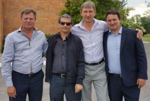 Los participantes españoles en la agenda de negocios en Bielorrusia posan junto con los socios directores de la empresa líder en instalación de ascensores de la región sudoccidental del país.